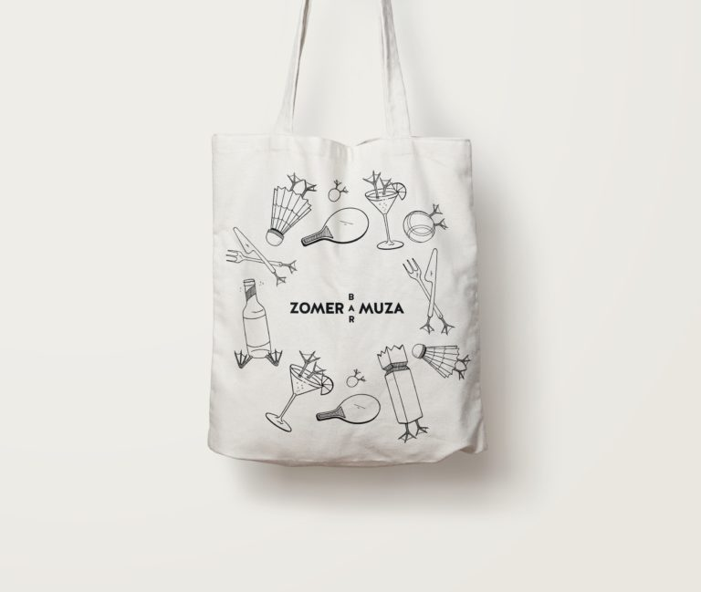 Tote bag carrying Zomer Bar Muza's visual identity with logo and illustrations.
