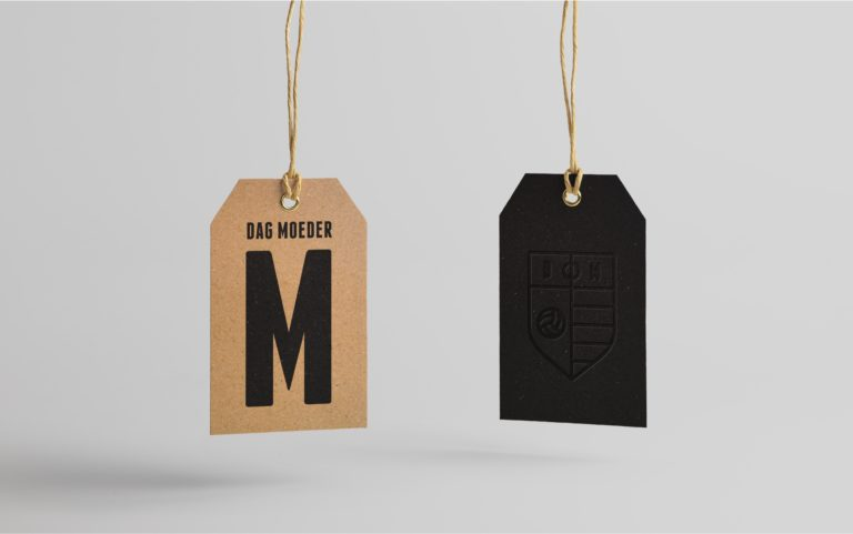 Product labels for Dag Moeder, carrying the logo, visual identity and typography.