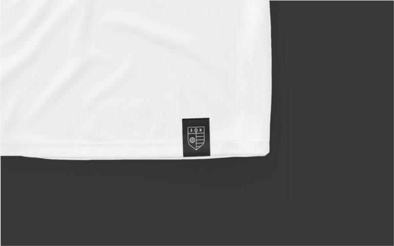 Dag Moeder football brandmark label on T-shirt.